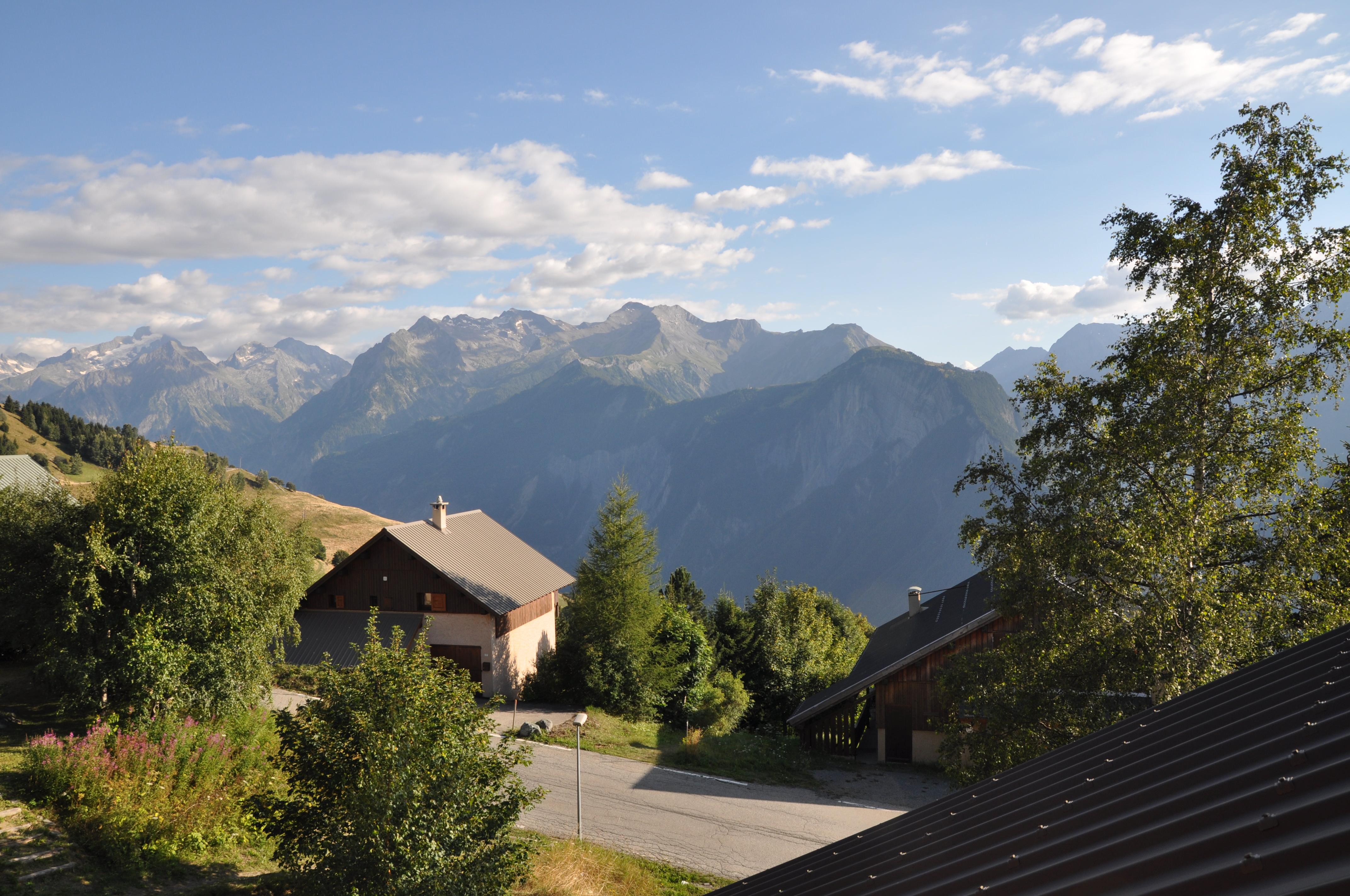 uitzicht uit Chalet Rouge ou Blanc op de toppen van de Oisans